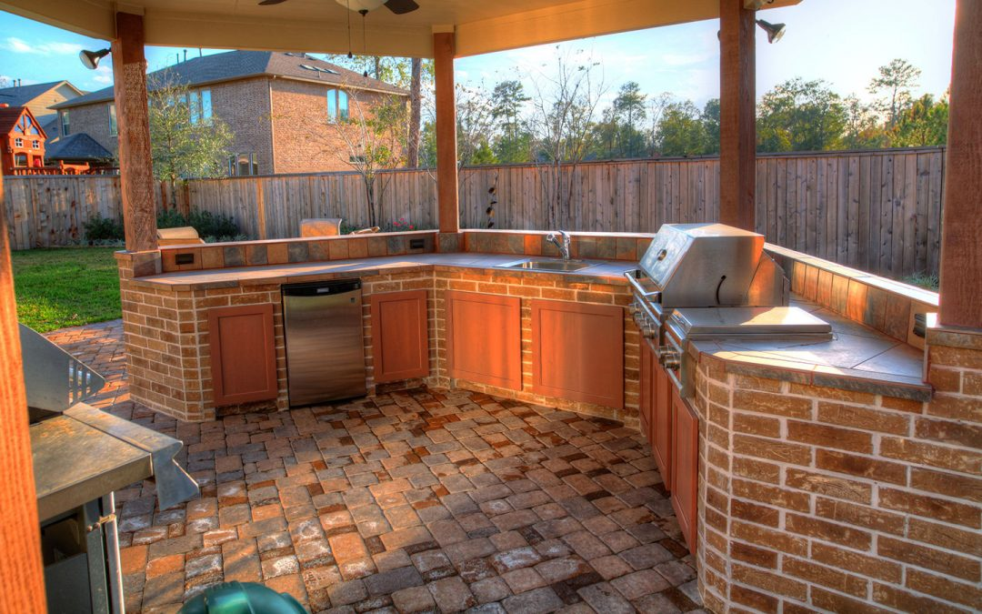 5 Invaluable Benefits of an Outdoor Kitchen
